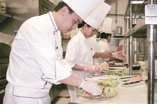 Cơ hội việc làm nghề nấu ăn không dành riêng cho bất kỳ ai