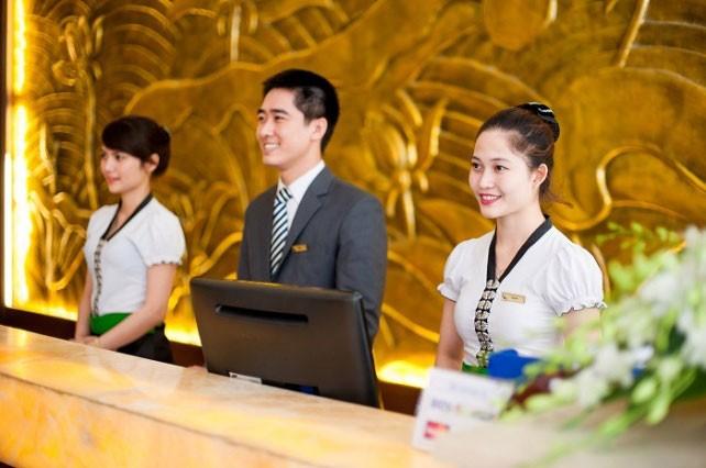 Lễ tân tại khách sạn có phải nghề chỉ dành cho nữ